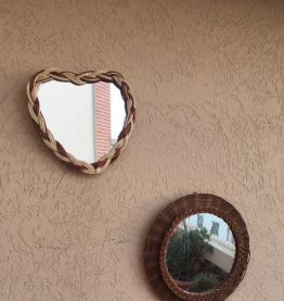 Miroir rond esprit boheme en osier tressé.