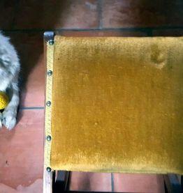 Ancien repose pied à bascule Velour moutarde
