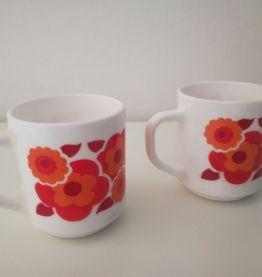 Tasses, mugs ARCOPAL LOTUS années 70