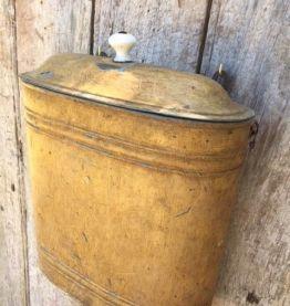 Ancien réservoir de fontaine, décor de jardin