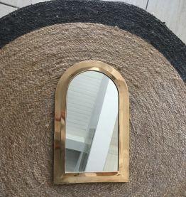 Grand miroir en laiton style ethnique.