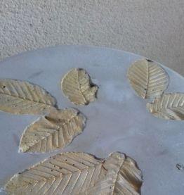 Tabouret ciment motif feuille