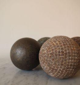 Cinq anciennes boules Lyonnaises en laiton