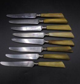 9 anciens couteaux