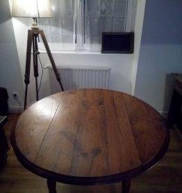 Table ronde en chêne clair
