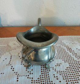 Saucier de décoration en etain