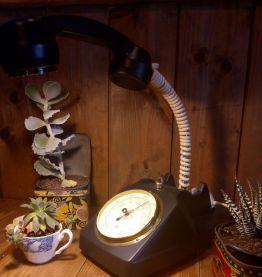 Lampe téléphone et baromètre