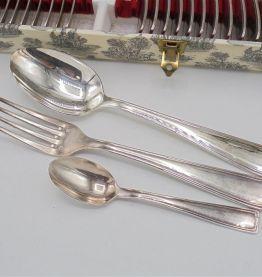 Ménagère en métal argenté