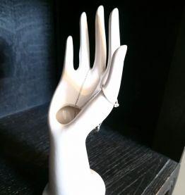 Jolie main en céramique, soliflore, porte bijoux