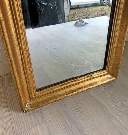 Miroir biseauté en bois et stuc doré