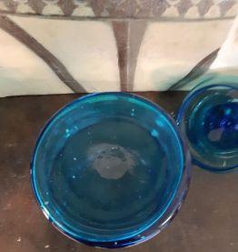 ancien pot  en verre bleu