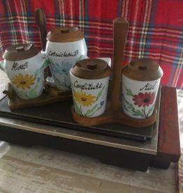 Lot de pots a olive miel .cornichons.confiture .1970