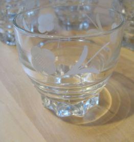 9 verres gobelet   anciens en verre années 1950