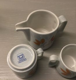 Tasse et pot à lait