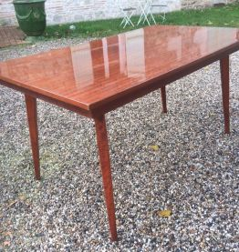 Table vintage en bois vernis