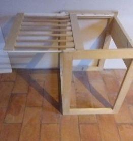 Porte pantalon à glissière en bois, à poser au sol dans un p