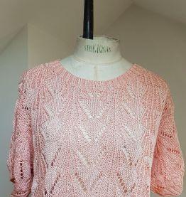pull en crochet rose