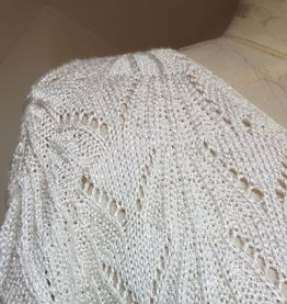 pull  en crochet blanc brillant