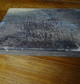 Ancienne planche, billot à découper en bois.