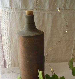 Bouteille ancienne en grès flammé artisanal