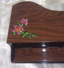Ancienne boîte à bijoux forme piano