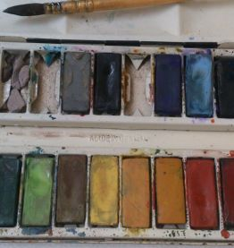 Coffret à aquarelle ancien garni de 21 pastilles