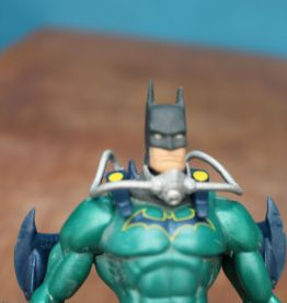 FIGURINE BATMAN VERT PLONGEUR ARTICULER DC