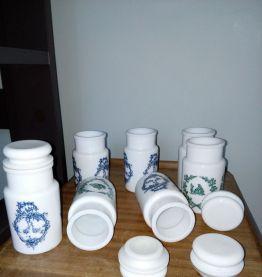 pots d'apothicaire flacons à épices
