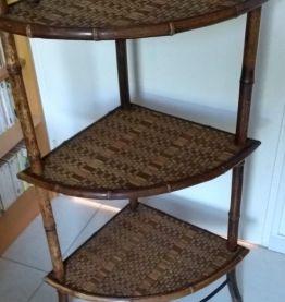 Etagère d'angle ancienne en bambou