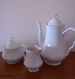 Service à café signé Ph. Deshoulières en porcelaine fine