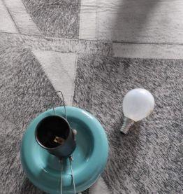 lampe en céramique bleue turquoise et globe opaline blanc