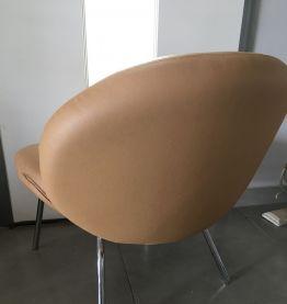 Fauteuil simili cuir beige
