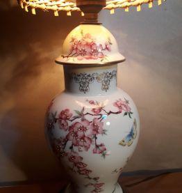 lampe asia  fleur de cerisier et papillon    superbe abatjou