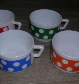 ARCOPAL 4  tasses à café  décor POLKA, années 70