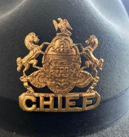 "Chapeau de police ""Stratton"" 'State Trooper USA et son badge"