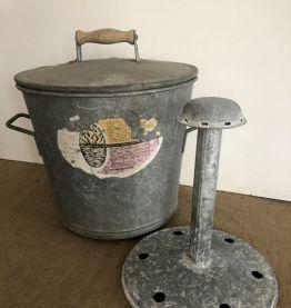 Ancienne lessiveuse en zinc