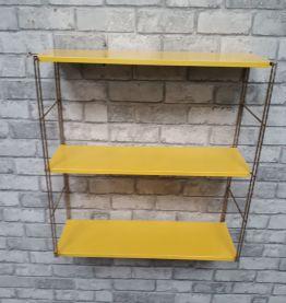 etagere string jaune  montants torsard doré 47x48x15 tres be