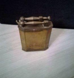 Ancien briquet militaire de table