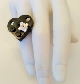 Bague Lego cœur noir à fleur , anneau réglable
