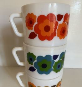7 tasses vintages Arcopal Lotus