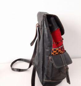 Sac berbère en cuir noir et tissu tissé rouge