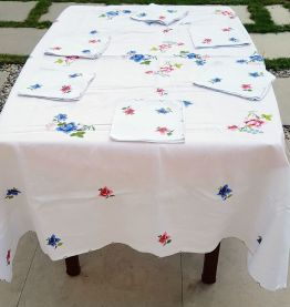 Nappe ancienne brodée main et serviettes assorties