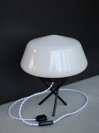 Lampe tripode a poser ,opaline année 60