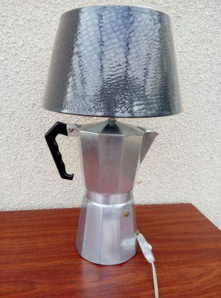 Lampe à poser, lampe de chevet, cafetière italienne détournée, recyclée en lampe de table, création luminaire par détournement, recyclage