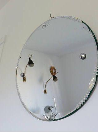 Ancien grand miroir rond biseauté avec corde années 60