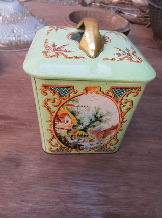 Très jolie boite en tôle verte pâle avec couvercle poignée c