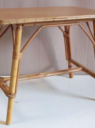 Table basse en rotin «vintage»