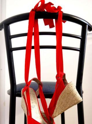 Sandale compensée rouge ruban cheville paille été printemps
