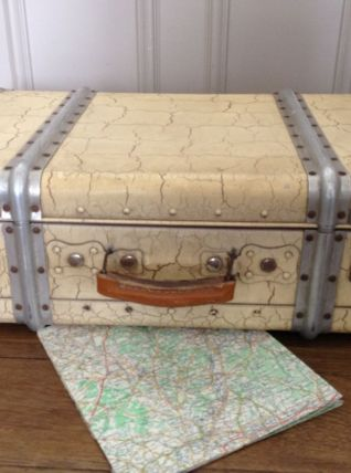 Grande valise métallique vintage