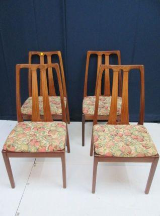 Série de 4 chaises en teck vintage